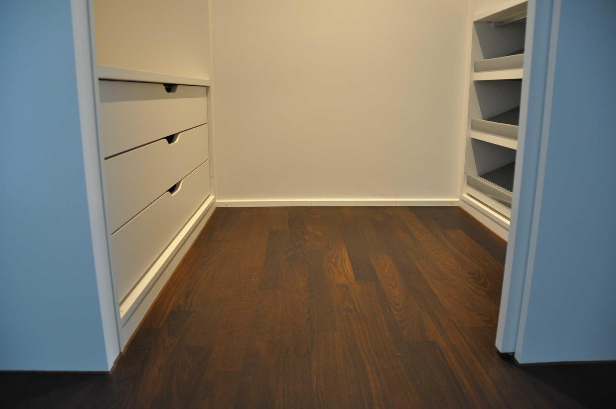 parkett eiche dunkel ref 1 archive leutenegger ag. Black Bedroom Furniture Sets. Home Design Ideas